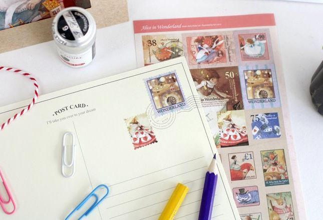 Как наклеить марку на открытку